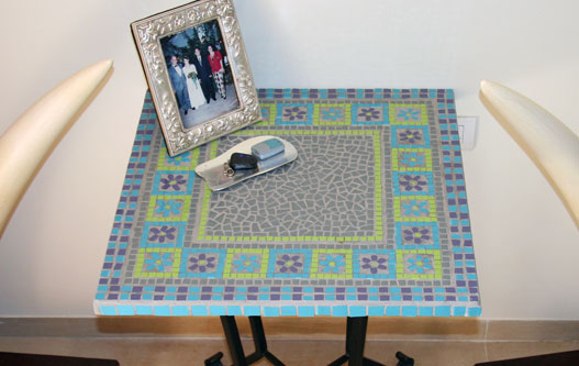 David Table - mosaic table made of porcelain